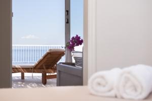 2 bedroom apartments Kinetta Attica restaurant beach pool